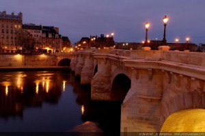 Pont-Neuf-bridge-before-sunrise-01-by-Monginoux-Short
